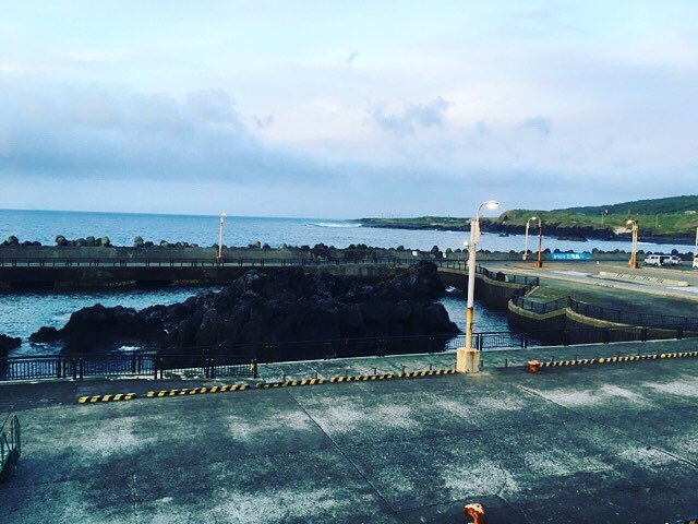 7年ぶりの寄港。港にこんな大きな溶岩があったっけ?と思い出せないくらい久しぶり。#夏休み2018 #甥っ子と過ごす夏休み #三宅島 #何回か通り過ぎているけど上陸したことが無い #今回も通過