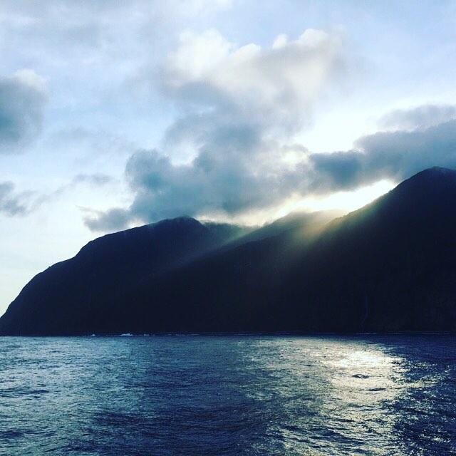 6:11 御蔵島から昇る朝日。.こちらも久しぶり。良いことがありそうな予感〜(人 •͈ᴗ•͈)#夏休み2018 #甥っ子と過ごす夏休み #今回は素通り #御蔵島
